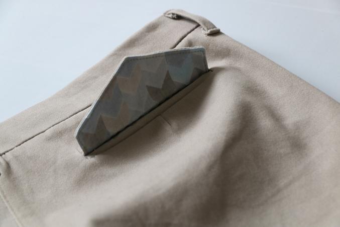 Taschenklappe - Schneidersitz