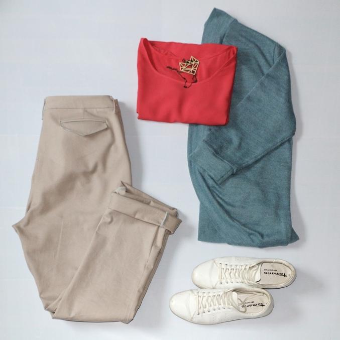 Beige-Outfit-1-Schneidersitz