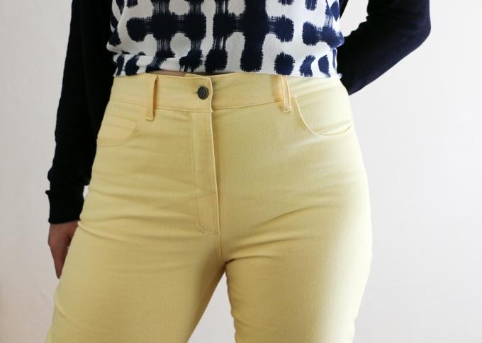 Ginger Jeans in Gelb - Schneidersitz